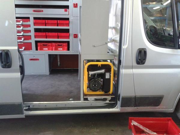 Schuifwand bedrijfswageninrichting teus beste prijs en for Auto interieur reinigen zelf